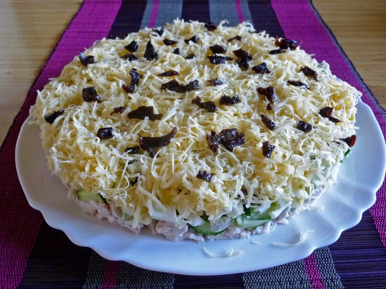 дамский каприз с черносливом салат