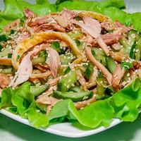 Корейский салат с куриной грудкой и соевым соусом