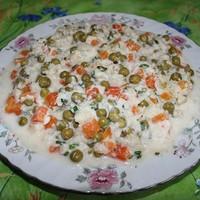 Салат из цветной капусты с горошком и морковью
