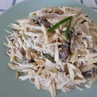 Салат из корня сельдерея с грибами и курицей