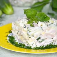 Салат с кальмарами яйцом и огурцами