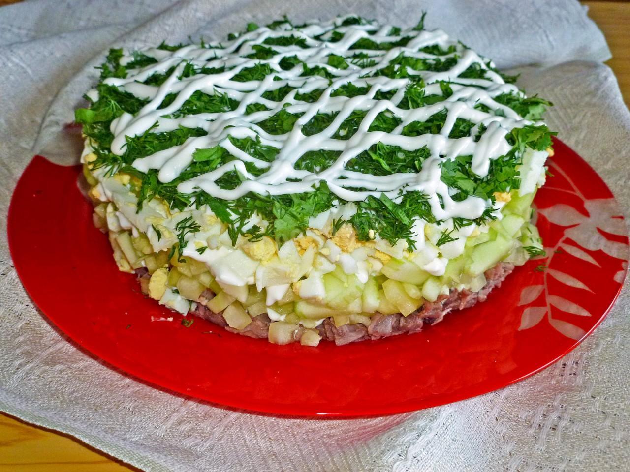 Салат каприз рецепт с мясом и огурцом пошагово в