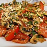 Куриный салат с сыром Томатная гармония