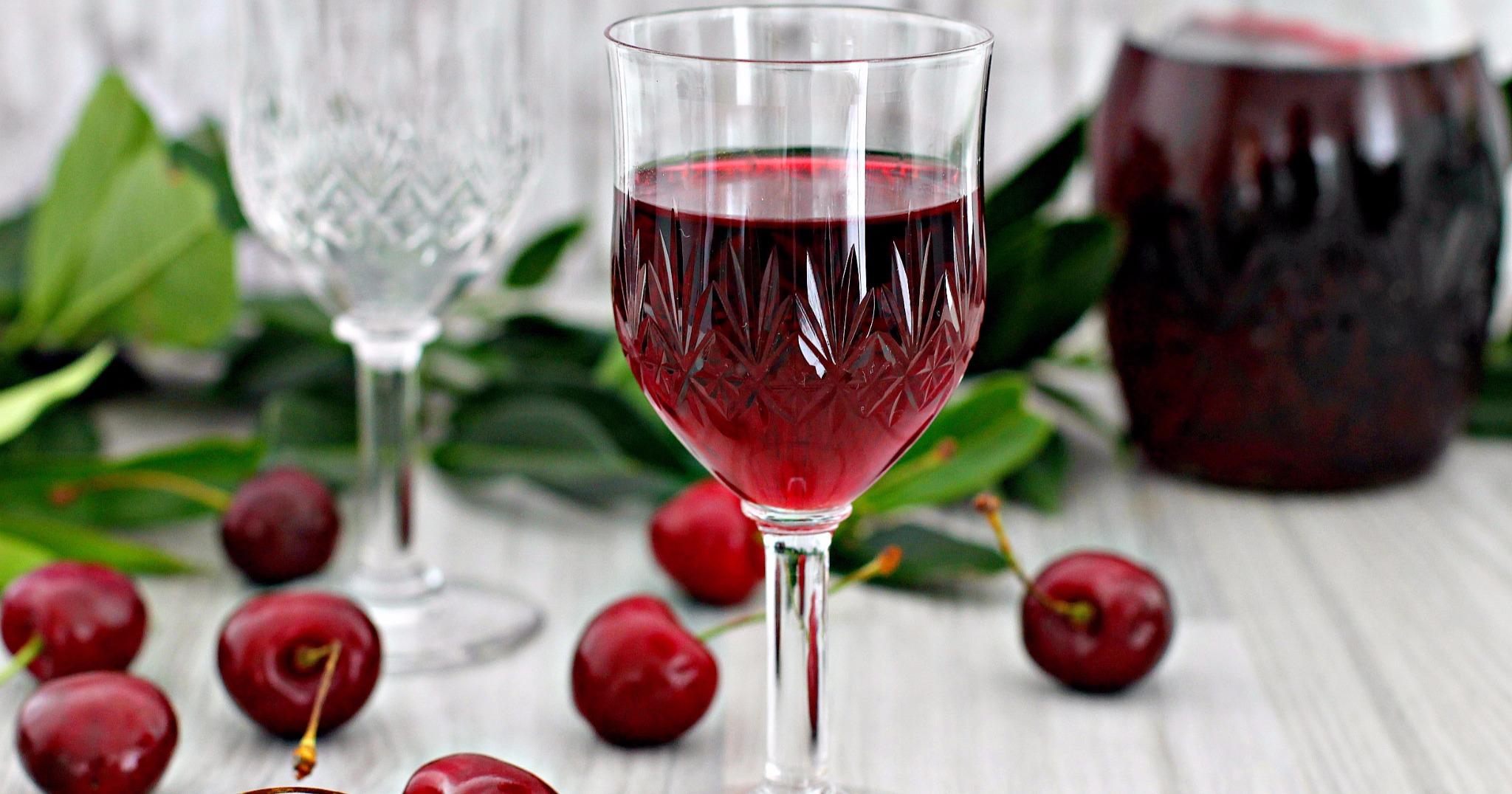 Приготовить вишневую наливку в домашних условиях