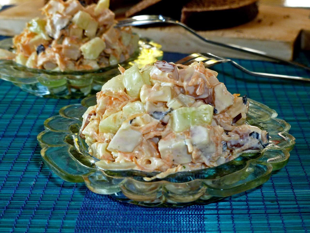 Салат рецепт пошагово с курицей копченой и
