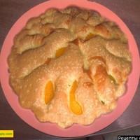 Шарлотка с персиками