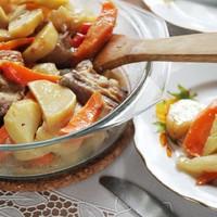 Свинина с овощами в духовке запеченная