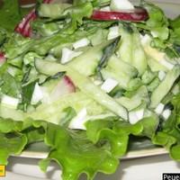 Весенний салат из редиски с яйцом и огурцом
