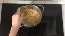 Паста карбонара с беконом и сливками классическая