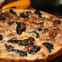 Пирог с черносливом и грецкими орехами