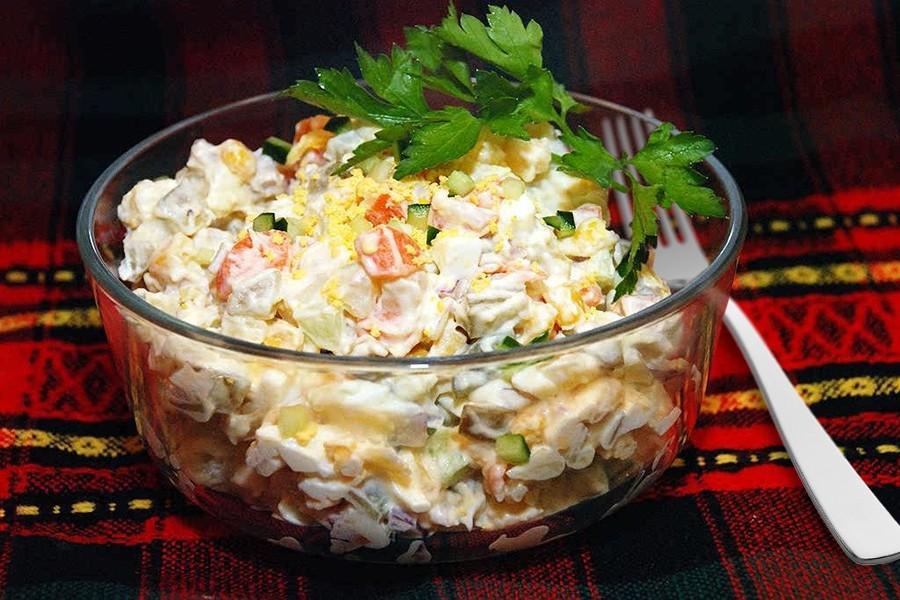 рецепты салатов в картинках с солеными огурцами что следует
