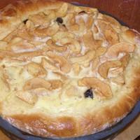 Открытый яблочный пирог с яблоками