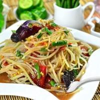 Тайский салат из папайи