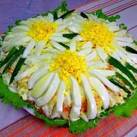 Салат из консервы горбуши Ромашки