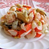 Салат из кальмаров креветок мидий икры