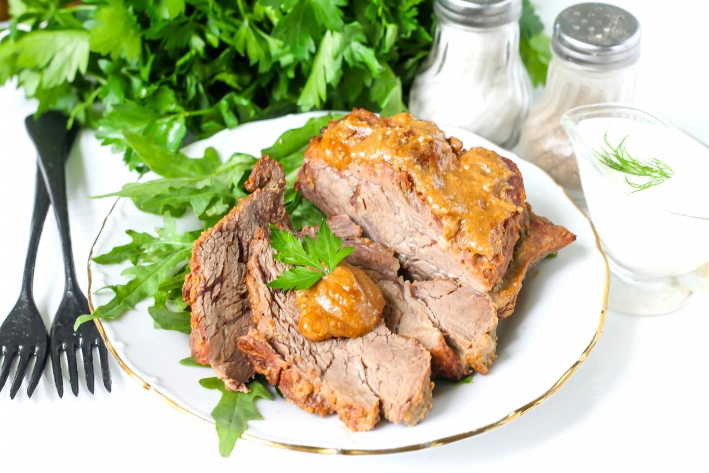 Запеченная сочная свинина в фольге: лучшие рецепты. Как запечь свинину в духовке в фольге с картошкой, овощами, помидорами и сыром, киви, грибами, черносливом, яблоками, чесноком, гречкой, ананасами, кусочками, порционно, целым куском: рецепт новые фото