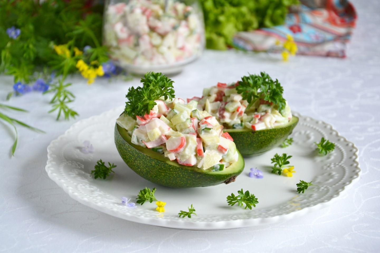 Салат крабовые палочки огурец авокадо
