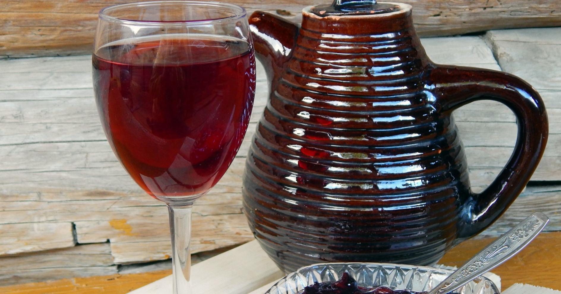 Смотреть Домашнее вино из старого варенья видео