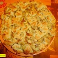 Тертый пирог с яблоками, грушами, бананами