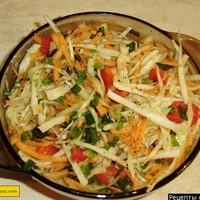 Салат витаминный из капусты яблок и моркови