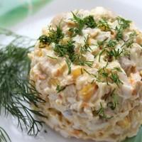 Салат с кукурузой, морковью и грибами
