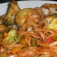 Кабачковый салат с лапшой и цветной капустой