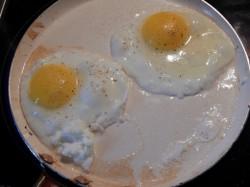 Яичница с зеленым луком и сыром - рецепт пошаговый с фото