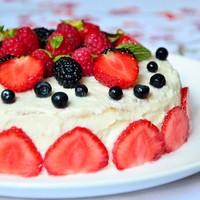 Блинный торт с творожным кремом и ягодами