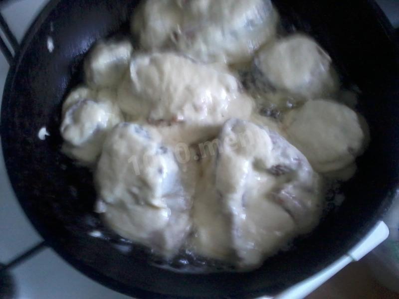жарим на сковороде, смазанной подсолнечным маслом