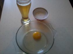 в подсолнечное масло добавить желток, белок взбить