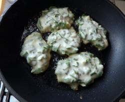 Оладьи на кефире с луком - рецепт пошаговый с фото