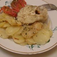 Треска запеченная с картофелем и помидорами
