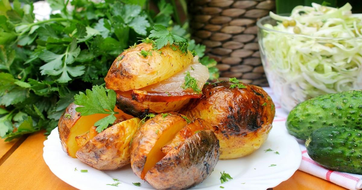 Картошка на костре. Как жарить картошку на костре. Сколько жарить картошку в углях.