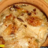 Курица в кисло-сладком соусе с черносливом в горшочках для духовки по-гречески