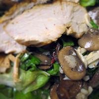 Грибной салат с куриной грудкой и перепелиными яйцами