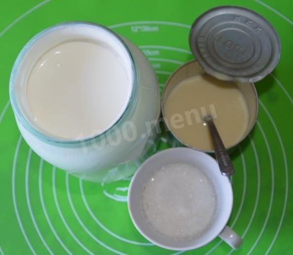 Продукты, необходимые для приготовления крема, должны быть примерно одинаковой температуры, чтобы крем получился однородным.