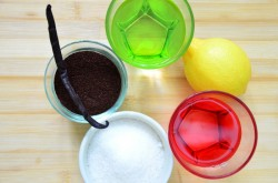 Для приготовления ликера нам потребуется молотый кофе, спирт, цедра 1/3 лимона, половина стручка ванили, вода и сахар. Для начала возьмем кофе, спирт, лимон и ваниль.