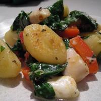Жаренные ньокки с зеленью и белой фасолью