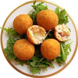 Как панировать картофельные шарики?
