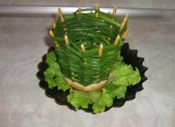 Луковая корзинка с картофельным салатом – кулинарный рецепт
