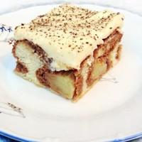 Бисквитный торт с масляным кремом и яблоками