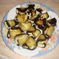 канапе рулетики из баклажанов с сыром и чесноком