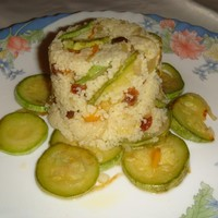 Кус-кус с изюмом и овощами