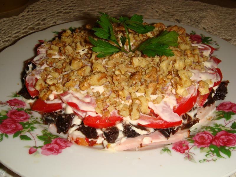 Салат нежность с ветчиной помидорами