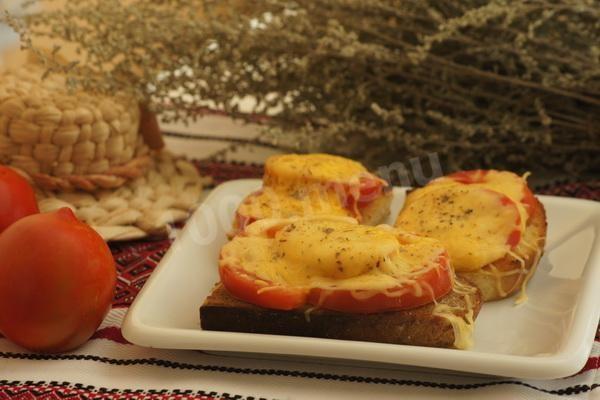 Горячие бутерброды с помидорами и сыром в духовке
