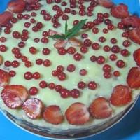 Сметанный торт с ягодами
