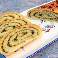 Хлеб с начинкой из чеснока и зелени