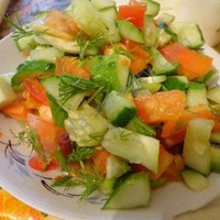 Легкий летний салат помидоры огурцы зелень