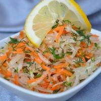 Салат Фитнес из редьки зеленой с морковью