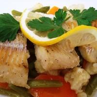 Рыба тушеная с овощами и луком